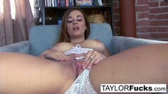 Sexy Taylor Vixen Shows Off those Amazing Tits Thumb