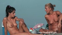 Hot shaved pussy spread on the beach hidden camera Thumb