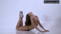 Stunning gymnast Berta Thumb
