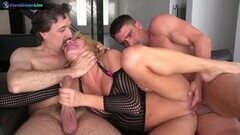 Hot nympho Amy Brooke mean double anal Thumb