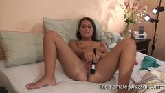Sensual amateur vibes her pussy Thumb